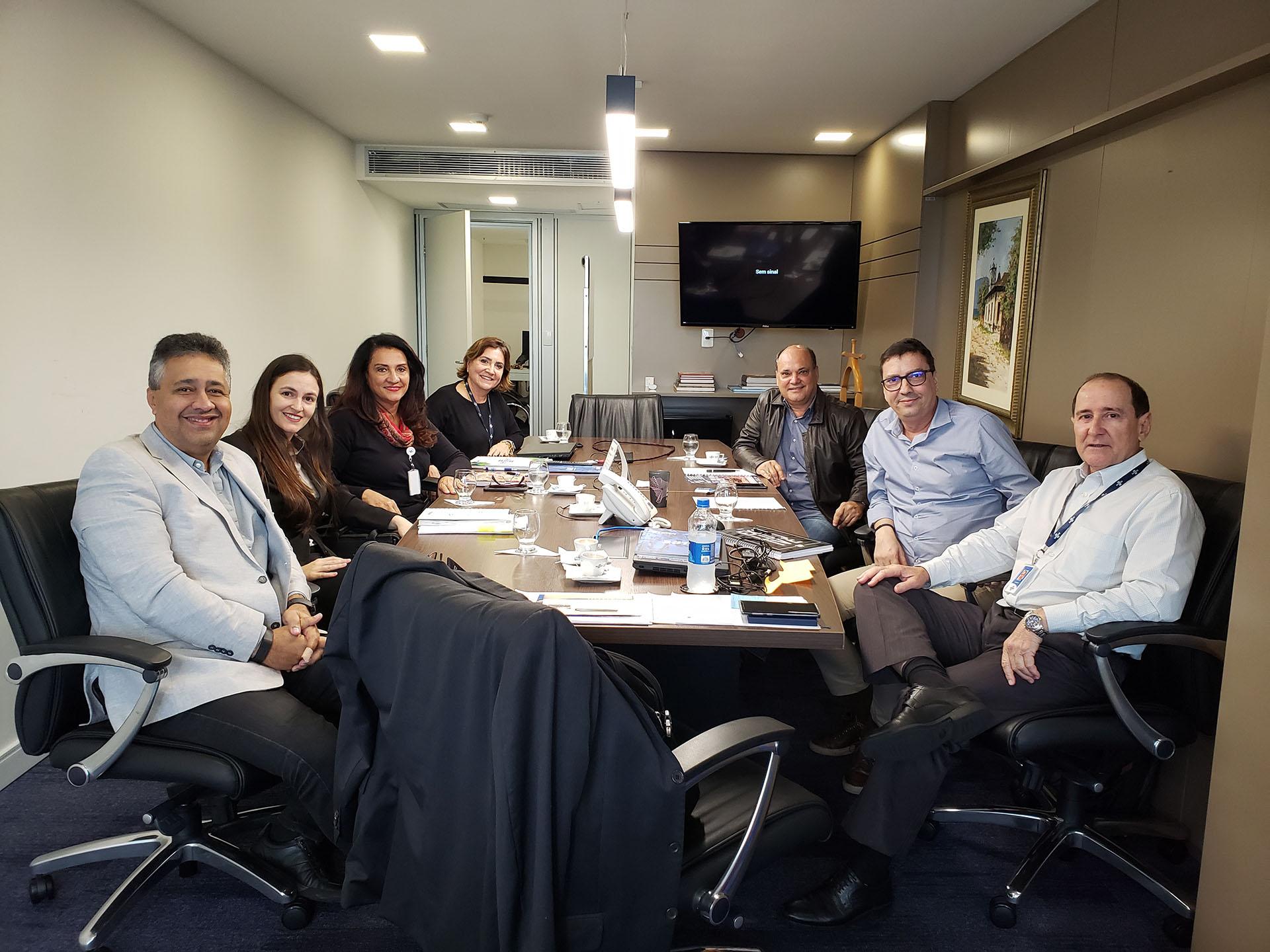 Acomac-ES/Sindmat se reúne com Sincades e Sebrae