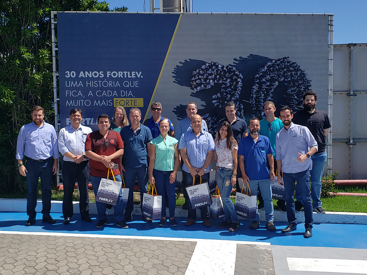 Fortlev recebe associados Acomac-ES/Sindimat na unidade fabril da Serra